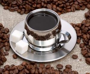 Заменете ободряващата чаша кафе сутрин на гладно с билков чай, за да се предпазите от инфаркт