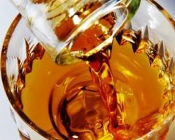 Ракия за лечение на шипове, простуда или болки в ставите